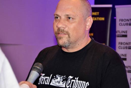 Boris Dežulović jedan je od onih pisaca koji pišu i po cijenu vlastite kože