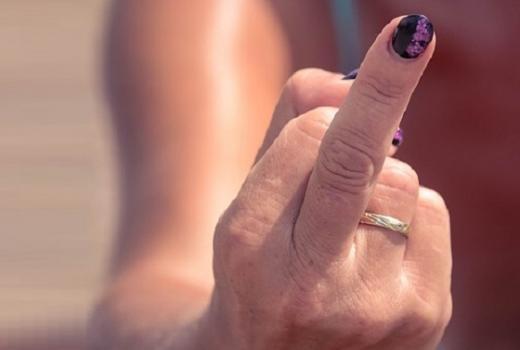 SAD: Pokazati srednji prst garantovana je sloboda izražavanja