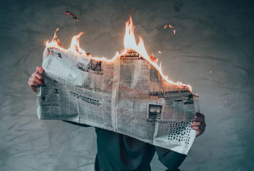 UNS: Naslovnim stranama tabloida u Srbiji prekršeni zakoni i novinarski kodeksi